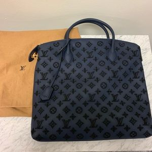 Louis Vuitton Addiction Vertical Lock-it Tote